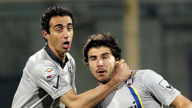 Chievo's Alberto Paloschi, right, celebrates after scoring during a Serie A soccer match between Fiorentina and Chievo Verona, at the Artemio Franchi stadium in Florence, Italy, Sunday March 16, 2014