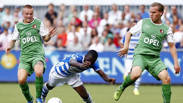 PEC Zwolle player Fred Benson (C) vies with Feyenoord Rotterdam players Ruud Vormer (R) and Jordy Clasie (L) (AFP)