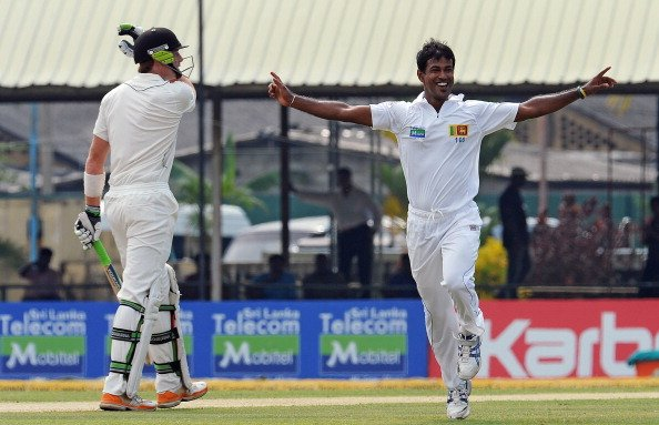 Sri Lanka's Nuwan Kulasekara (R) celebrates the dismissal of New Zealand's Martin Guptill (L) during the first day of the second and final Test match between Sri Lanka and New Zealand at the P
