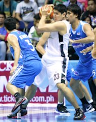 Enrico Villanueva fights off a double team. (PBA Images)