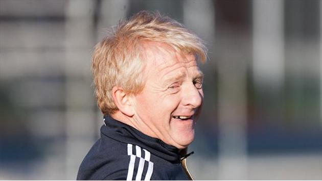 Football - Strachan salutes 'brave' Celtic