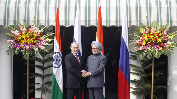Russian President Vladimir Putin, left, shakes hands with Indian Prime Minister Manmohan Singh, right, before a meeting at his residence in New Delhi, India, Monday, Dec. 24, 2012. (AP Photo/ Mustafa Quraishi, Pool)