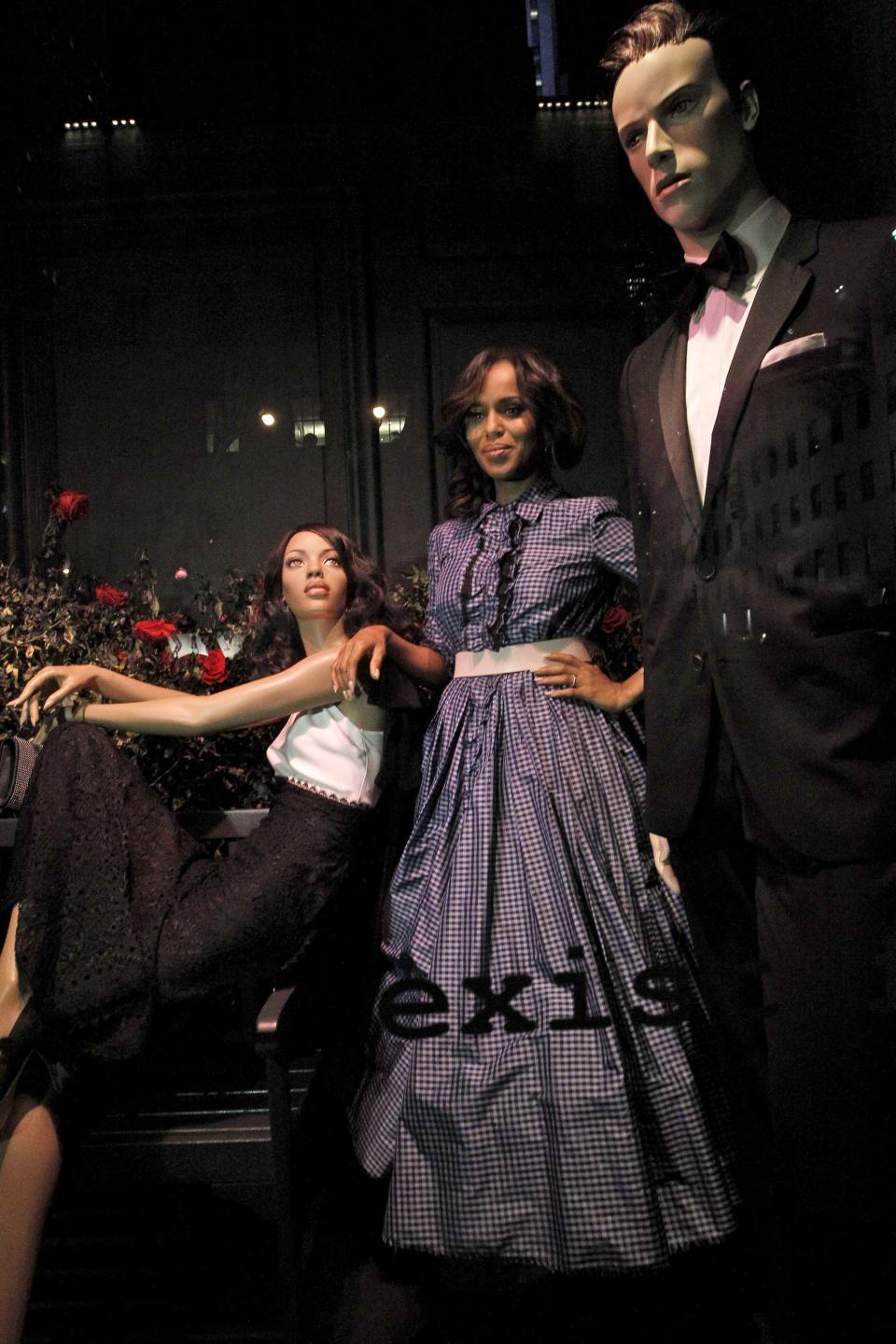"This Oct. 2, 2013 photo released by ABC shows actress Kerry Washington posing between two mannequins, part of an installation honoring the TV series ""Scandal,"" at Saks 5th Avenue in New York. The season premiere airs Thursday, Oct. 3 at 10 p.m. EST on ABC. (AP Photo/ABC, Lou Rocco)"