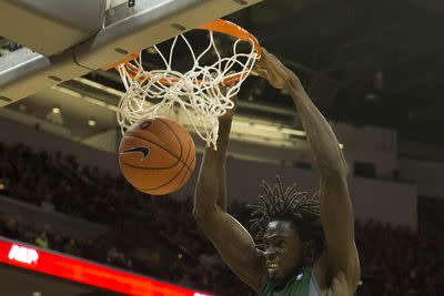 Ohio beats Buffalo with a GAME-WINNING BUZZER-BEATER DUNK
