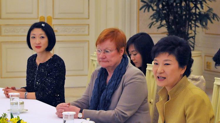 South Korean President Park Geun-hye, right, speaks along with French Digital Economy Minister Fleur Pellerin, left, and former Finnish President Tarja Halonen, center, at the president's office Tuesday, March 26, 2013. (AP Photo/Kim Jae-hwan, Pool)