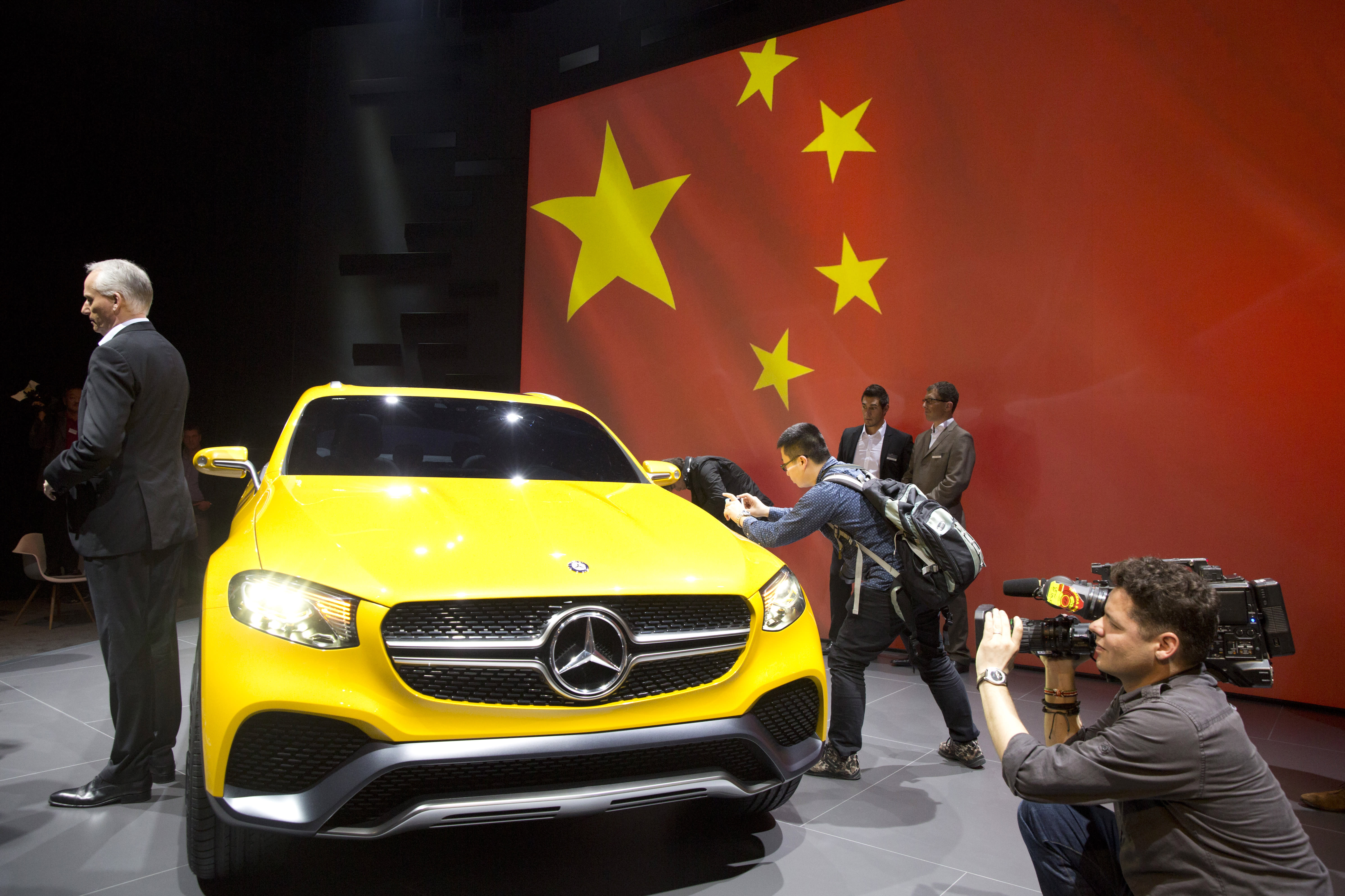 Global, Chinese automakers debut new car models