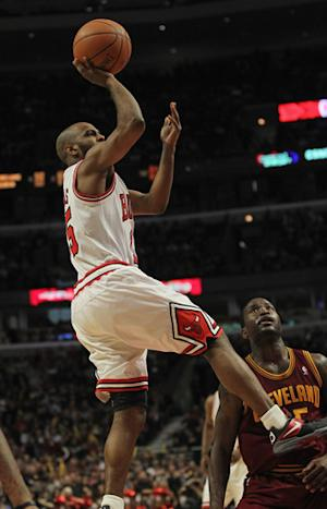 Bulls rout Cavs to finish, earn overall No. 1 seed