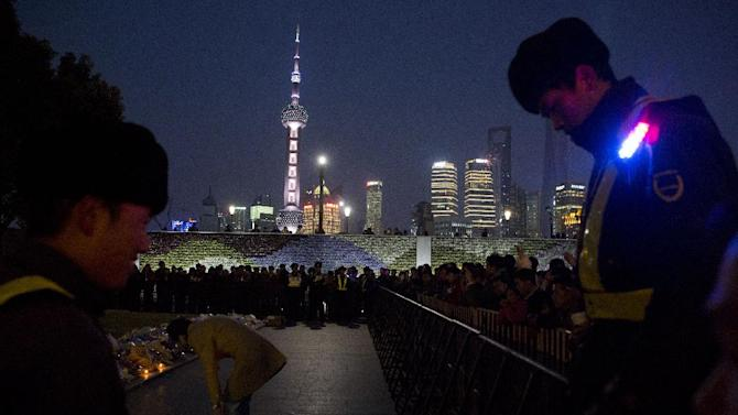 In shanghai china thursday jan 1 2015 people unable to contact
