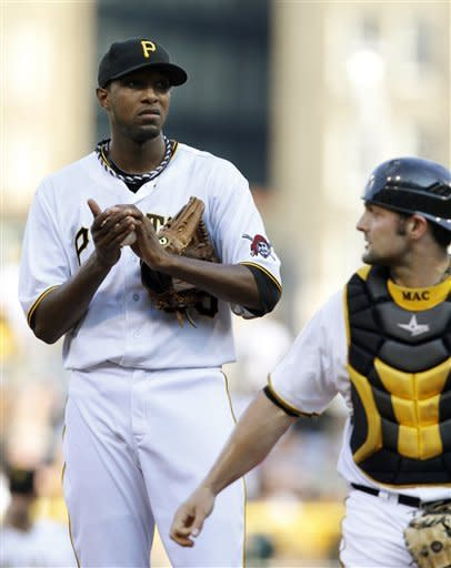 Jones, Walker homer off pole, Pirates beat Astros