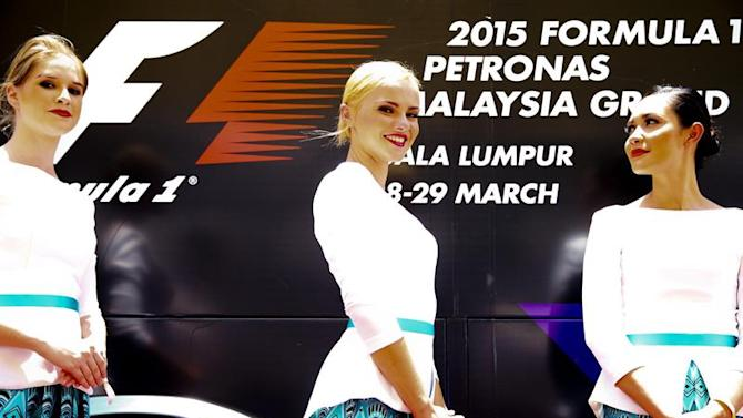 NSZ009. Sepang (Malaysia), 29/03/2015.- Grid girls stand on the track during the drivers parade before the 2015 Formula One Grand Prix of Malaysia in Sepang, Malaysia, 29 March 2015. (Malasia) EFE/EPA/DIEGO AZUBEL