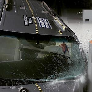 Three of five minivans rate poorly in crash test, IIHS says