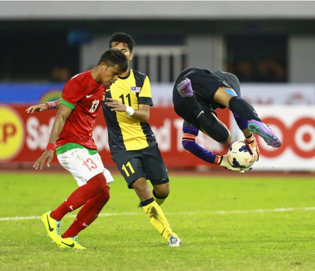 Indonesia fights against Malaysia during SEA Games in Naypyitaw