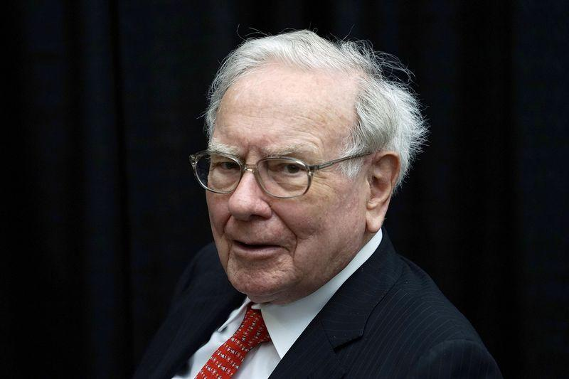 Warren Buffett to auction another charity lunch