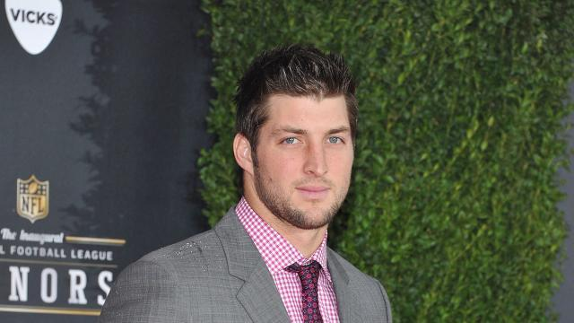 Tim Tebow Prays With Fellow Passengers After Man Suffers Mid-Flight Heart Attack