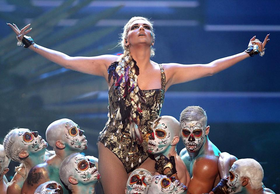 "Ke$ha performs ""Die Young"" at the 40th Annual American Music Awards on Sunday, Nov. 18, 2012, in Los Angeles.(Photo by Matt Sayles/Invision/AP)"