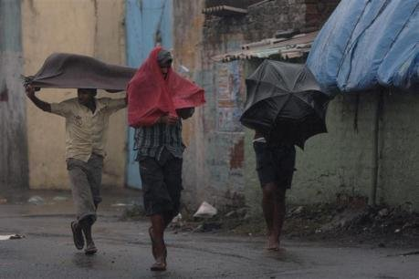 Le cyclone Thane fait plus de 40 morts en Inde