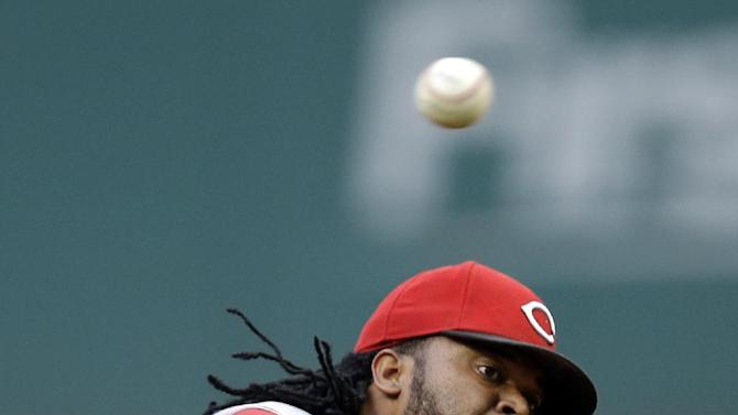 Bizarre play, Cueto help Reds down Indians 9-2
