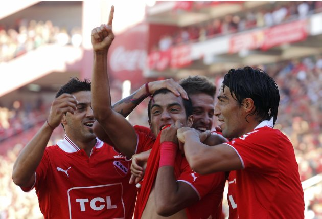 Independiente's Miranda celebrates with teammates after scoring a goal during their Argentine First Division soccer match against Racing Club in Buenos Aires