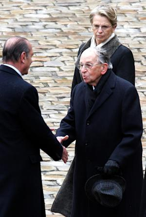 FILE - In this March 21, 2007 file photo, former French President Jacques Chirac, left, shakes hand with Raymond Aubrac during a ceremony in Paris. Aubrac, one of the last major figures of the French Resistance whose parents died at Auschwitz during World War II, died late Tuesday, April 10, 2012. He was 97. Aubrac, who was Jewish and whose birth name was Raymond Samuel, helped set up Liberation-Sud (Liberation South) - one of the first networks of the Resistance against the Nazi occupation of France. In back is former French defense minister Michele Alliot-Marie.(AP Photo/Remy de la Mauviniere, File)