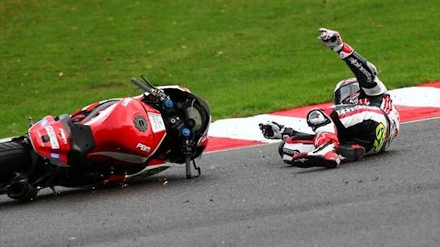 Brands BSB: Championship still up for grabs as Lowes and Byrne crash