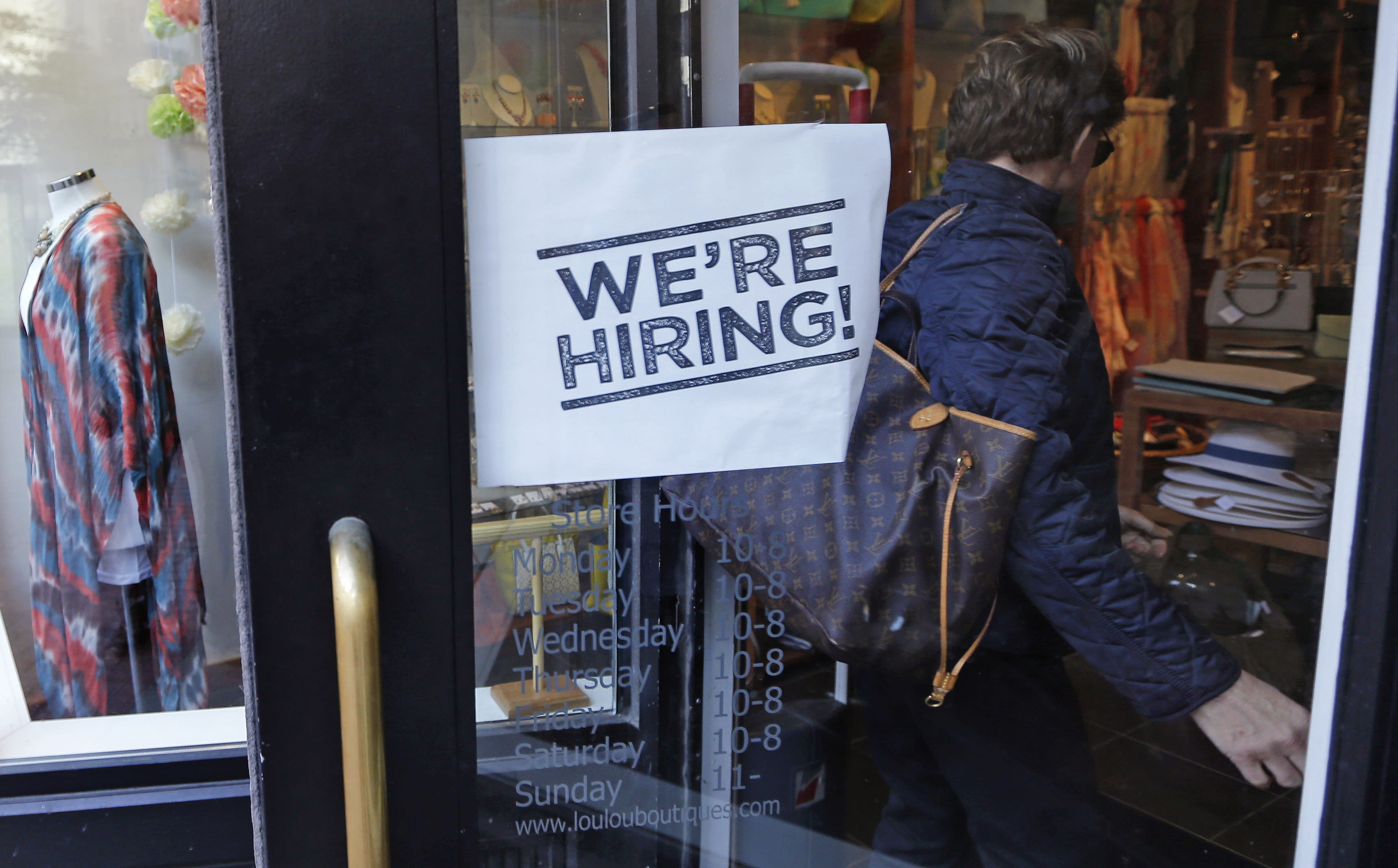 Applications for US unemployment benefits fell last week