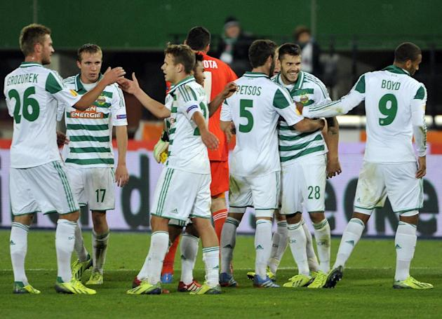 Rapid's players react after their Europa League second round group G soccer match between SK Rapid Wien and FC Dynamo Kiev, in Vienna, Austria, Thursday, Oct. 3, 2013