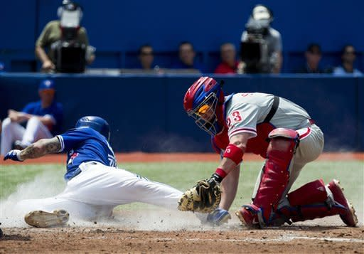 Davis drives in winner, Toronto beat Phils in 10th