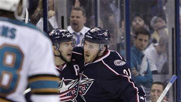 Bobrovsky's 30 saves lift CBJs past Sharks, 4-0