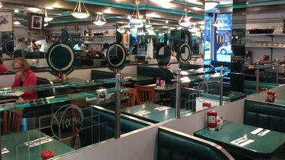 Viand Cafe, Mike Bloomberg's Go-To Upper East Side Diner, to Close