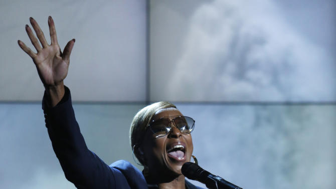 """In this photo provided by NBC, Mary J. Blige performs during """"Hurricane Sandy: Coming Together"""" Friday, Nov. 2, 2012, in New York. Hosted by Matt Lauer, the event is heavy on stars identified with New Jersey and the New York metropolitan area, which took the brunt of this week's deadly storm. (AP Photo/NBC, Heidi Gutman)"""