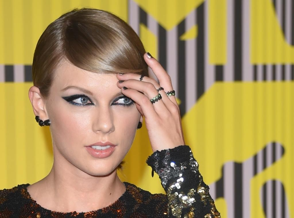 Taylor Swift leads American Music Award nominations