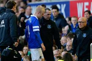 Everton monitoring Naismith concussion