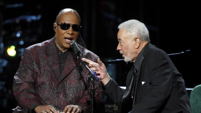Wonder performs with inductee Withers during the 2015 Rock and Roll Hall of Fame Induction Ceremony in Cleveland