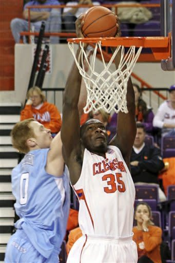 Filer's 21 points lead Clemson to blowout victory
