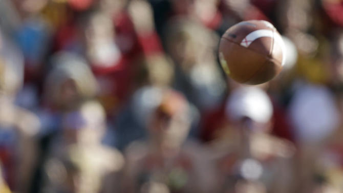 Oklahoma quarterback Landry Jones throws a pass during the second half of an NCAA college football game against Iowa State, Saturday, Nov. 3, 2012, in Ames, Iowa.  Oklahoma won 35-20. (AP Photo/Charlie Neibergall)