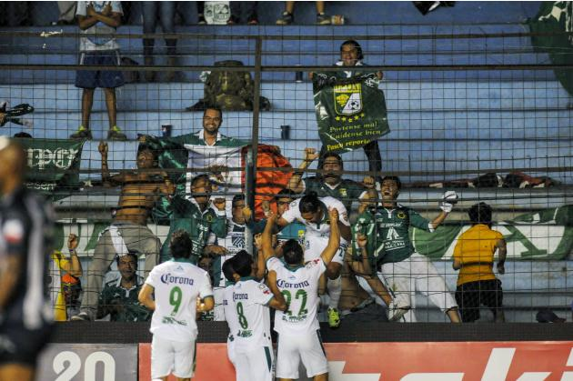 Mexico's Leon FC player Pena Rodriguez celebrates with teammates after scoring against Ecuador's CS Emelec during their second leg match of the Copa Libertadores in Guayaquil