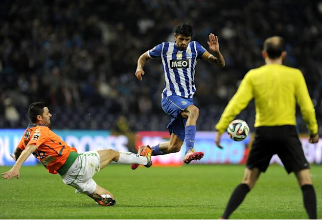 FC Porto's Lucho Gonzalez, from Argentina, drives the ball past Vitoria Setubal's Daniel Soares, left, in a Portuguese League soccer match at the Dragao Stadium in Porto, Portugal, Sunday, Jan