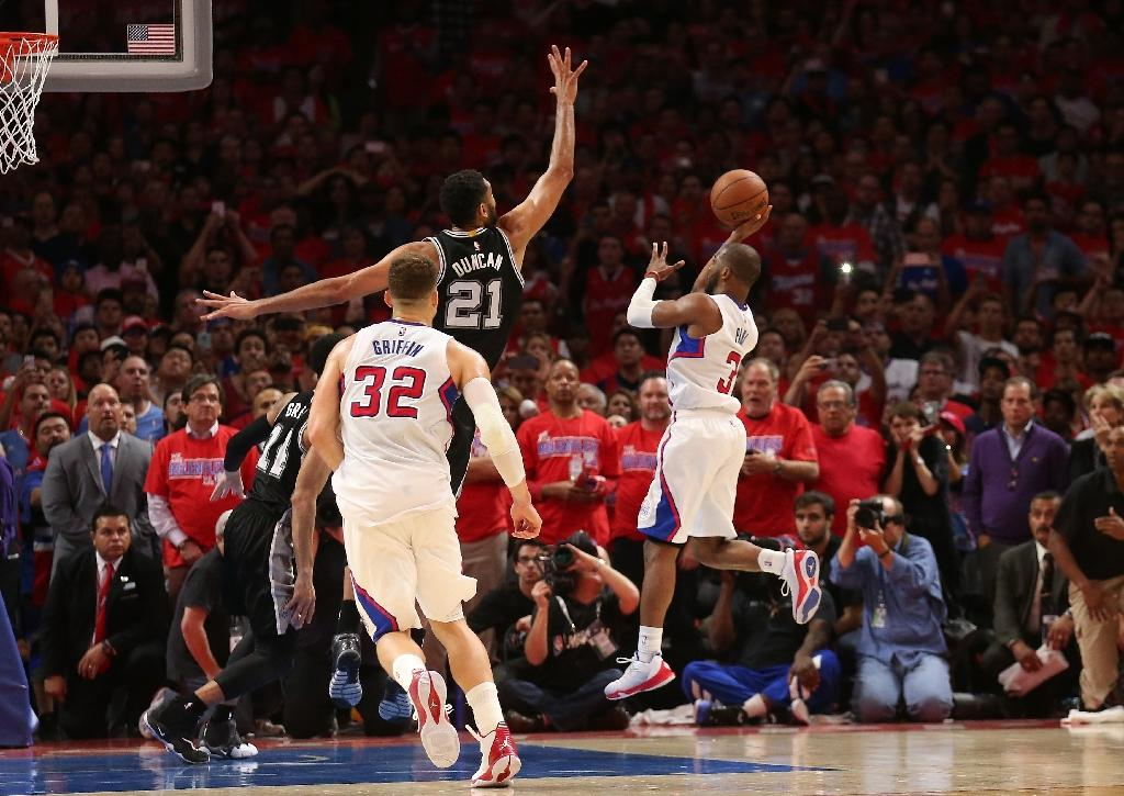 Last-gasp Clippers send Spurs packing