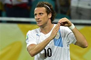Nigeria 1-2 Uruguay: Veteran Forlan smashes home winner