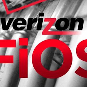 MoneyWatch: Verizon changing FiOS TV service; Movie theaters spending big to attract customers