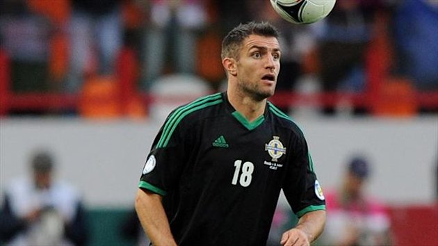 Aaron Hughes has picked up a groin injury