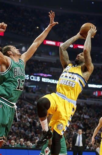 Iguodala's 3 lifts Nuggets over Bulls, 119-118