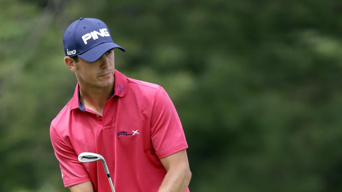 Billy Horschel watches a putt on the second green during the fourth round of the U.S. Open golf tournament at Merion Golf Club, Sunday, June 16, 2013, in Ardmore, Pa. (AP Photo/Darron Cummings)