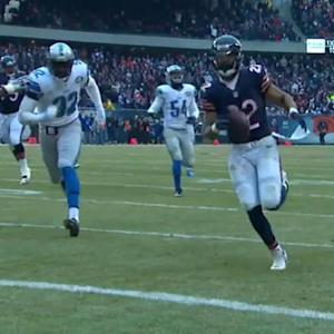 Chicago Bears quarterback Jimmy Clausen laces an 11-yard TD pass to Matt Forte
