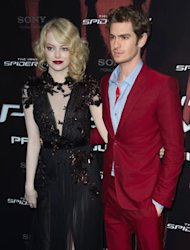 Emma Stone matches her lipstick to Andre Garfield's suit on the red carpet. We love it!