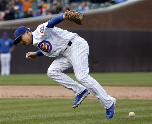 Missed fly ball by helps boost Padres over Cubs