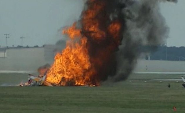 Plane with wing walker crashes at Ohio air show
