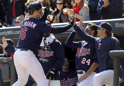 Pelfrey, power hitting lead Twins past Tigers 8-2