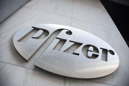 Pfizer's 2015 forecast disappoints, crimped by generics, dollar