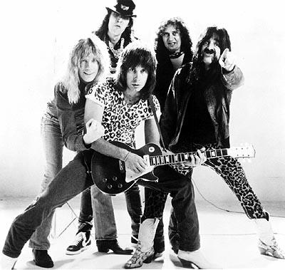 Lead vocalist and co-lead guitarist David St. Hubbins ( Michael McKean ), drummer Mick Shrimpton ( R.J. Parnell ), co-lead guitarist Nigel Tufnel ( Christopher Guest ), keyboardist Viv Savage ( David Kaff ) and bass player Derek Smalls ( Harry Shearer ) are Spinal Tap in This Is Spinal Tap